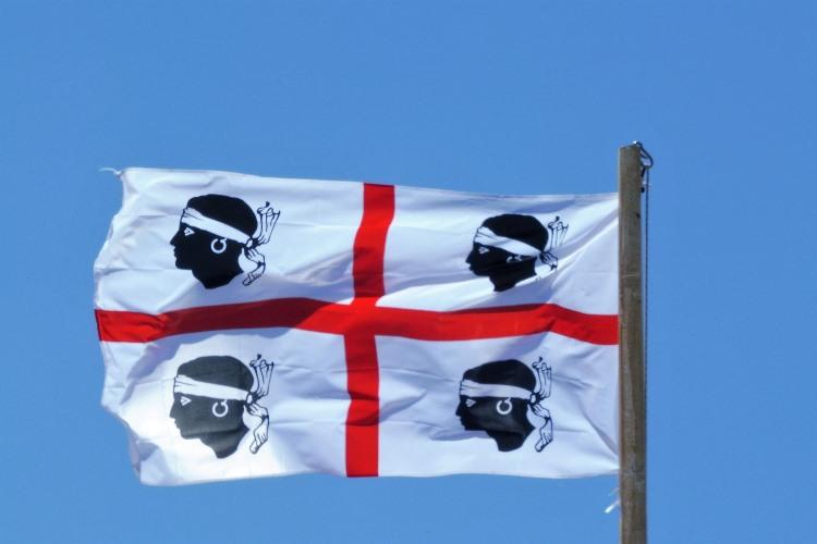 visites avec guide Sardaigne drapeau